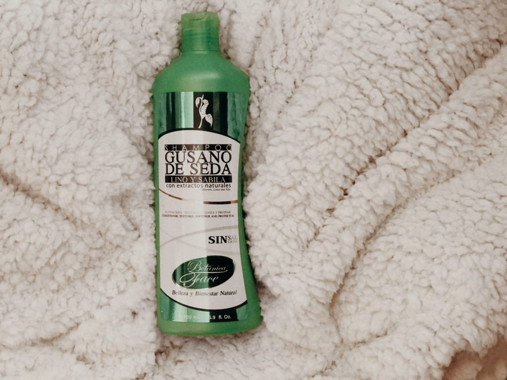 Shampoo Gusano de Seda, Lino y Sábila de Botánica Face con extractos naturales y sin sal.