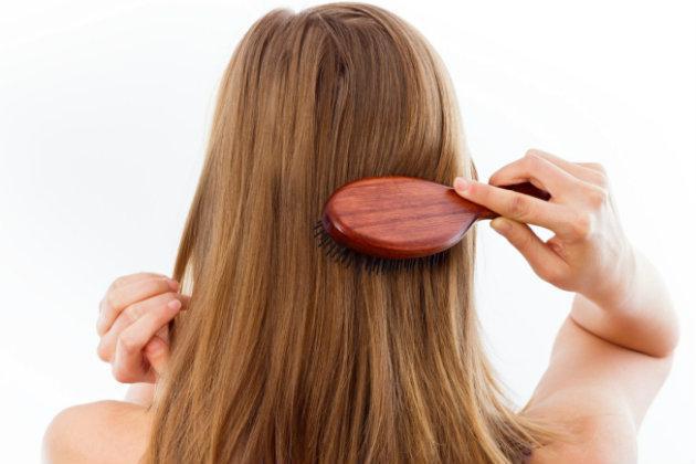 ¿Segura qué estas lavando bien tu cabello? Cepillarse el cabello